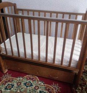 Детская кроватка маятник с матрасом