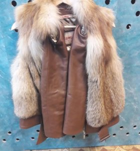 Меховая(пласты лисы) куртка со съемными рукавами