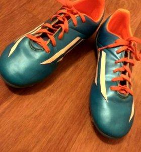 Футбольная обувь adidas (Бутсы)