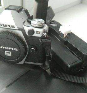 Olympus e-m5 mark II + бат.блок HLD-8
