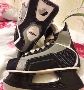 Хоккейные коньки.