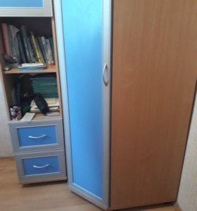 Шкаф угловой с пеналом.