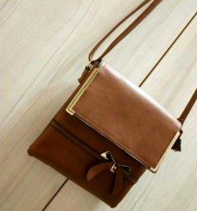 Аккуратная сумочка в отличном состоянии