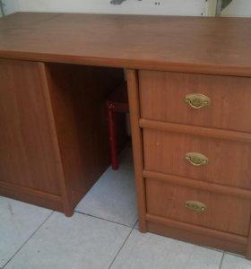 Столы, шкафы, стулья, витрина