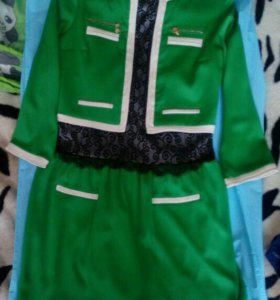 Платье зеленое