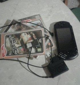 PSP с тремя играми.