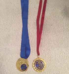Две медальки каждая по 15₽
