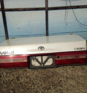 Крышка багажника кроун 151