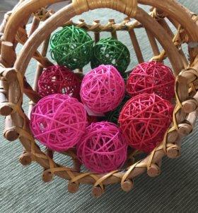 Корзина шар ротанг с декоративными шариками