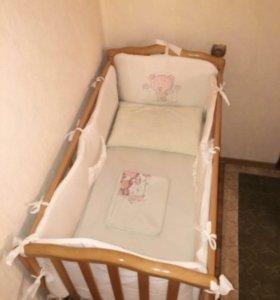Кроватка с маятником+постельное белье