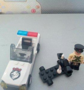 Лего полицейская машина и луно-ход.