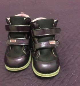 Продам осенне-весенние ботинки Bebetom. 24 размер