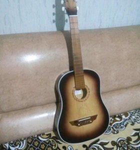 Гитара, шестиструннуая классическая.