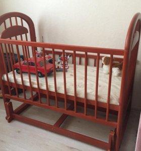 Детская кровать-маятник с матрасом