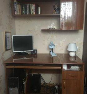 Компьютерный стол, полка