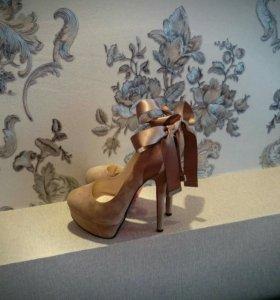 Туфли с атласной лентой 35 размер