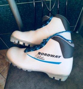 Ботинки лыжные 40 р-р