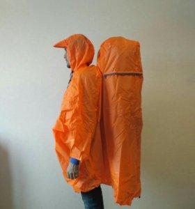 """Плащ-дождевик с местом под рюкзак """"Siamese""""."""