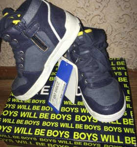 Ботинки кроссовки для мальчика р-р 29