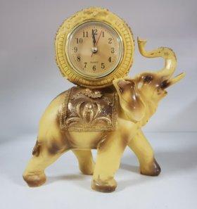 Слон часы