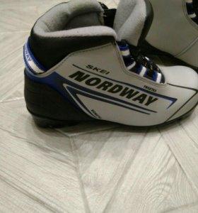 Лыжные ботинки размер 35
