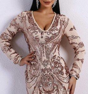 Платье мини длина, в золотую пайетку.