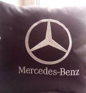 Самый лучший подарок -подушка с логотипом