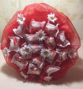 Букеты из конфет- красная радость.