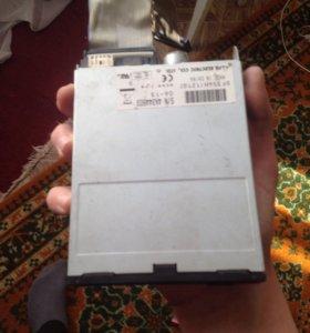 Продам: дисковод , два провода от USB
