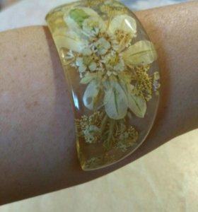 Браслет (цветы в искусственном янтаре)