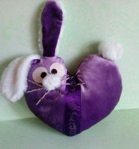 Мягкая игрушка в форме сердца