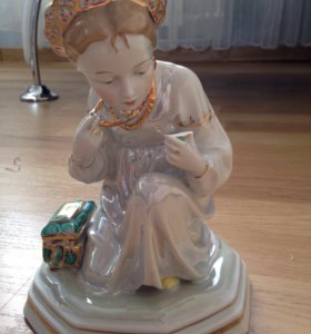 Фарфоров статуэтка . Алёнушка