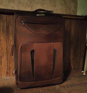 Огрооомный чемодан!