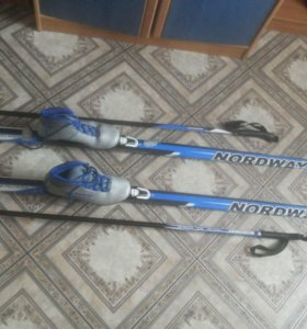 Комплект лыж с ботинками и палками