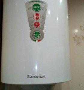 Водонагриватель накопительный ARISTON.