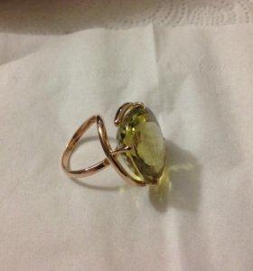 Кольцо золотое , с камнем лимонный топаз