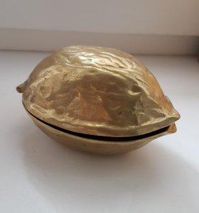 Орехокол в форме ореха. Латунь. Германия