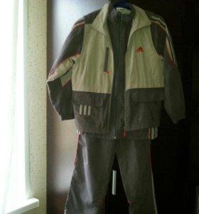 костюм-тройка-брюки,ветровка и жилетка.