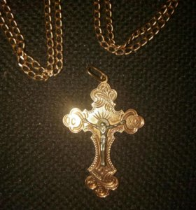 Золотая цепочка и крест.