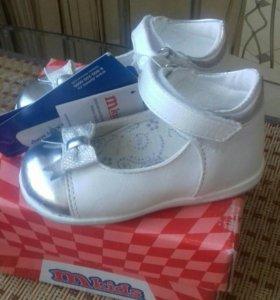 Туфли новые для девочки 21р.