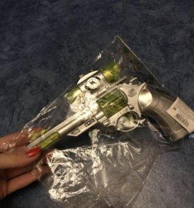 Револьвер игрушечный