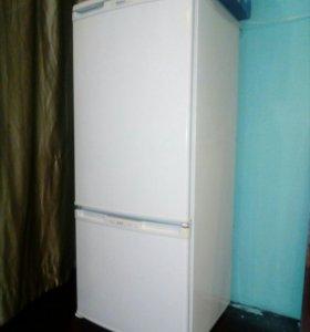 Белоснежный 2-х камерный холодильник