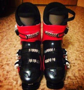 Продам детские горнолыжные ботинки