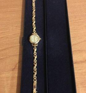 Часы золотые женские
