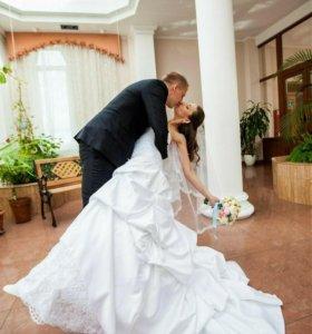 Свадебное платье 42 размера со шлейфом