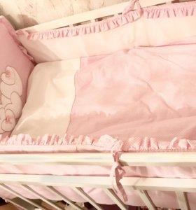 Кроватка белая  + матрас + 2 постельных