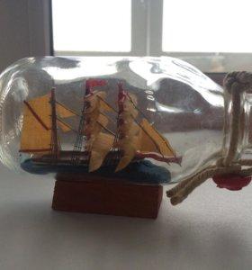 Подарочный корабль в стеклянной бутылке