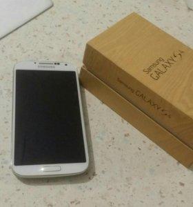 Galaxy S4 16 GB с чехлом и дополнительным аккумуля
