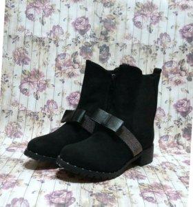Ботинки зимние с бантиками.