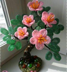 Цветущее дерево из бисера и рубки